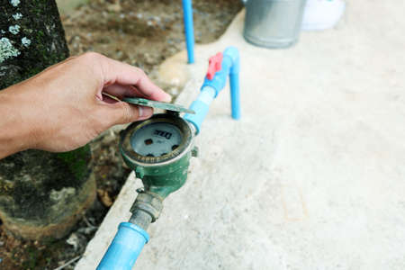 hand is open Water meter to check Unit volume The amount of water