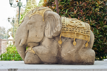 Old elephant sculpture decorate in the garden Stock Photo - 27775444