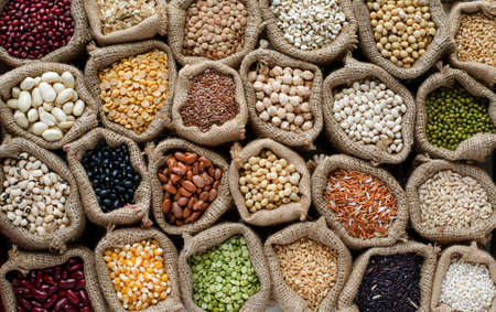Variety kinds of natural cereal and grain seed in sack and dark tone, for clean food raw material and agricultural product concept Standard-Bild
