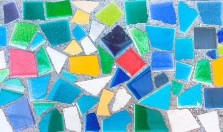 trencadis: Trencad�s de colores rotos azulejos de mosaico. Foto de archivo
