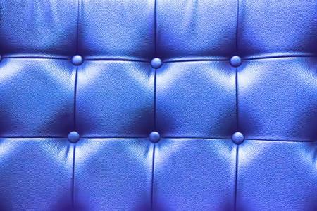 blue leather sofa: Struttura del primo piano del vecchio divano in pelle blu di sfondo.