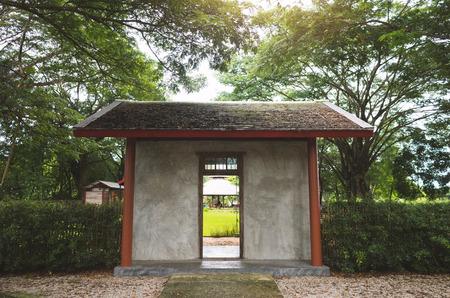 Gate of Green Lawn in Landscape Formal Garden. 免版税图像