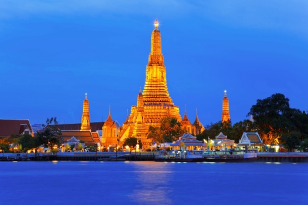 view of Wat Arun temple across Chao Phraya River during twilight time Stock Photo - 17767203