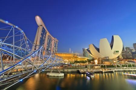 csigavonal: Szingapúr láthatár, marina bay során szürkületi időben