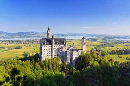 ドイツ、バイエルン州フュッセン ノイシュヴァンシュタイン城の美しい夏ビュー