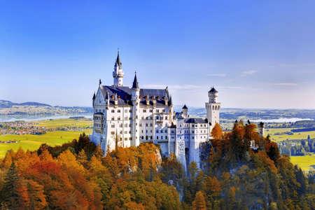 neuschwanstein: Beautiful autumn view of the Neuschwanstein castle  Fussen Bavaria, Germany