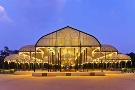 Escena nocturna de parque público en la ciudad de Bangalore, India Foto de archivo - 22926474