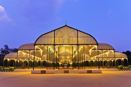nachtscène van openbaar park in Bangalore, India