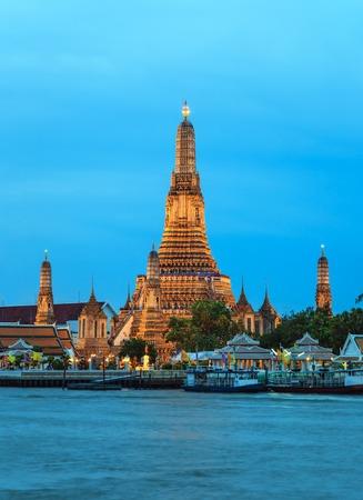 phraya: Wat Arun templo y del r�o Chao Phraya, en Bangkok, Tailandia Foto de archivo