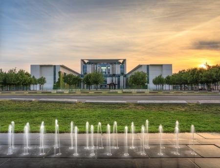 chancellerie: coucher de soleil � la Chancellerie allemande � Berlin en Allemagne Banque d'images