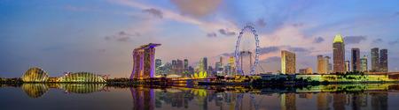 singapore skyline: Panorama view of Singapore city skyline at Marina Bay