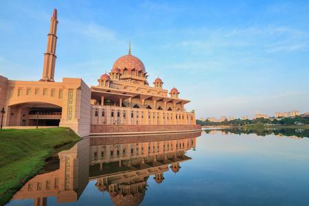 Putra Mosque located in Putrajaya city Malaysia Standard-Bild
