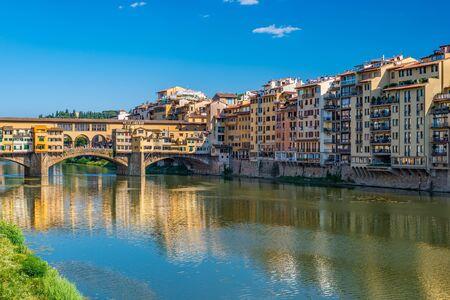 ponte vecchio: Ponte Vecchio and city skyline - Florence - Italy