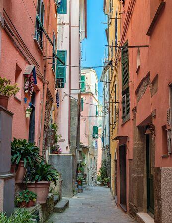 cinque: Colorful street in Vernazza - Cinque Terre - Italy