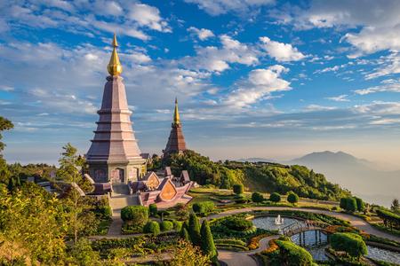 Sonnenuntergang am Doi Inthanon - Chiang Mai Thailand Standard-Bild - 47596387