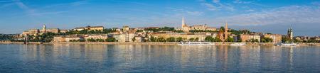 halaszbastya: Budapest panorama city skyline , Hungary