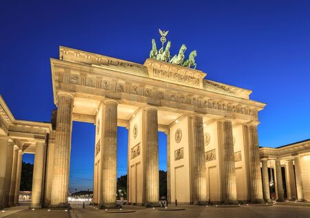 Brandenburg Gate at night, Berlin, Germany 版權商用圖片 - 53968185