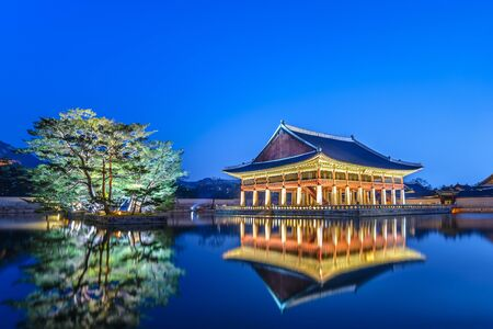 Gyeongbokgung Palace at night, Seoul, South Korea Редакционное