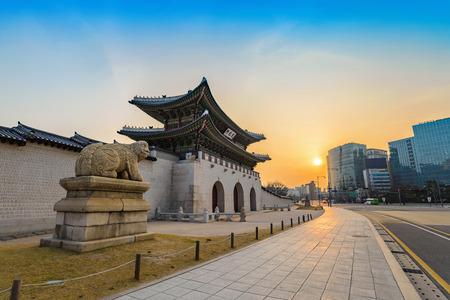 Gwanghwamun Gate bij zonsopgang, Seoel, Zuid-Korea