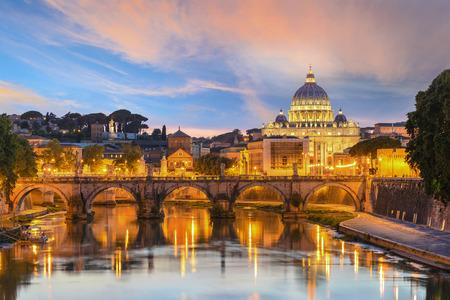 Tramonto alla Basilica di San Pietro, Roma, Italia Archivio Fotografico