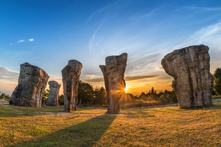 Mor Hin Khao (Thailand Stonehenge) sunrise landscape, Chaiyaphum, Thailand Banco de Imagens