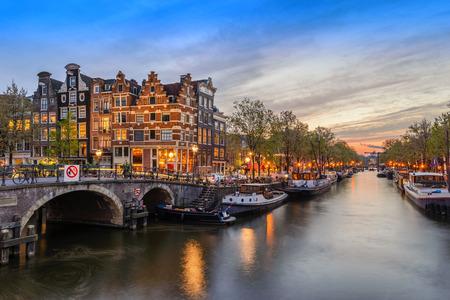 암스테르담 시내 스카이 라인 운하 워터 프론트 일몰, 암스테르담, 네덜란드