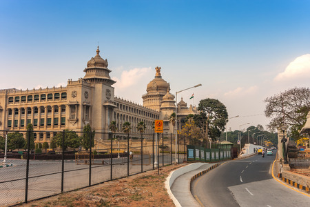 Vidhana Soudha der Bangalore Staats-Legislatur-Gebäude, Bangalore, Indien Standard-Bild - 81539830