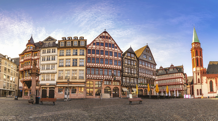 Frankfurt Germany, panorama sunrise city skyline at Romer Town Square 免版税图像