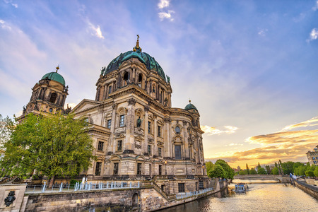 Berlin Germany, sunset city skyline at Berlin Cathedral (Berliner Dom) and Spree River 版權商用圖片