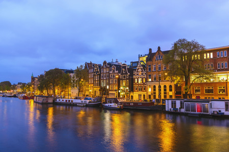 Amsterdam Netherlands, night city skyline at canal waterfront Stockfoto