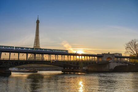 Paris France city skyline sunrise at Eiffel Tower and Seine River with Pont de Bir-Hakeim bridge and Paris Metro 스톡 콘텐츠