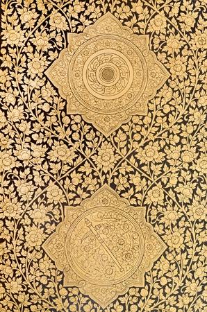 Motif dans la peinture traditionnelle de style art thaï sur la fenêtre du temple Banque d'images - 12463259
