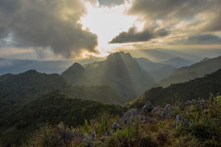 estado del tiempo: sunset over the mountains Doi Luang Chiang Dao , Chiang Mai ,Thailand
