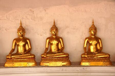 obudził: ZÅ'oty Budda w Å›wiÄ…tyni buddyjskiej