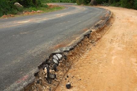 effondrement: La route commence � s'effondrer. Banque d'images