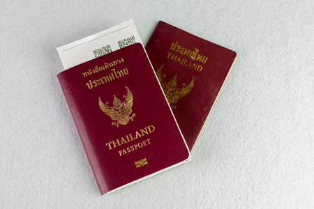 Passeport de la Thaïlande sur fond isolé