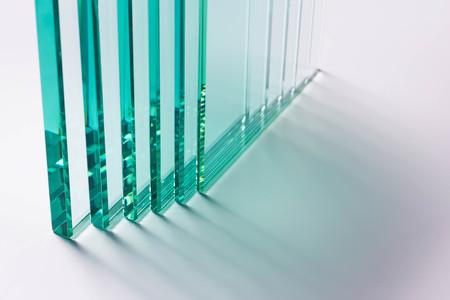 Glass Factory produce una varietà di spessori di vetro trasparente.