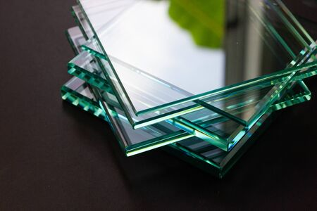 Glass Factory produces a variety of transparent glass thicknesses. 版權商用圖片