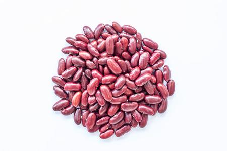 frijoles rojos: frijol rojo en aislado en blanco.