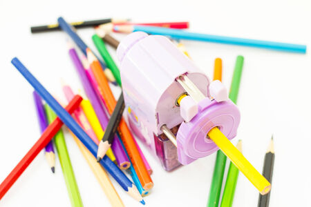 色鉛筆と鉛筆削りには、白い背景の上分離します。 写真素材