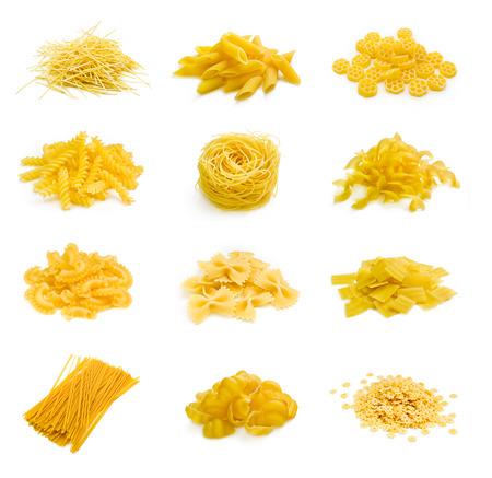 pasta: Gran colección de parte de la pasta italiana aislado en fondo blanco