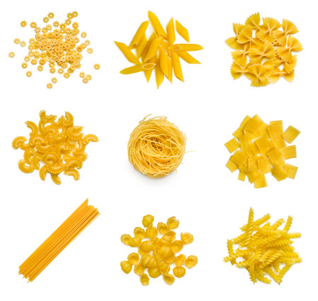 pasta: Gran colección de pasta italiana aislado en el fondo blanco Foto de archivo