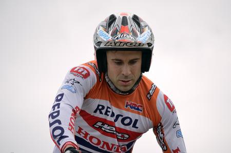repsol honda: LOZOYUELA, SPAIN - APRIL 12th 2015: Spain trial championship. Portrait of Toni Bou over his motorcycle, in Lozoyuela, on April 12th 2015. He won the race.