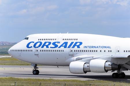 boeing 747: MADRID, SPAGNA - 15 MAGGIO 2016: aerei commerciali -Boeing 747-, di -Corsair International- compagnia aerea, � pronto a decollare dall'aeroporto di Madrid-Barajas -Adolfo Suarez-, il 15 maggio, 2016.