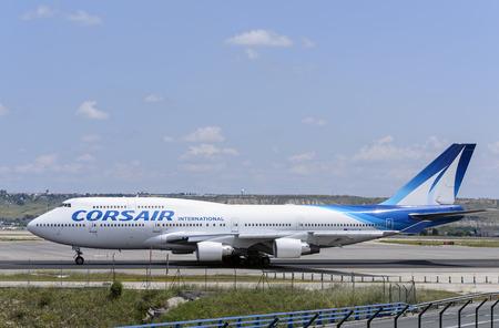 boeing 747: MADRID, SPAGNA - 15 MAGGIO 2016: aerei commerciali Boeing 747, di -Corsair International- compagnia aerea, � pronto a decollare dall'aeroporto di Madrid-Barajas -Adolfo Suarez-, il 15 Maggio 2016. Editoriali