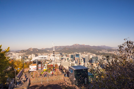 View of Seoul Skyline from Namsan Mountain with clear blue sky and mountain background. Namsan Park famous with its colourful love lock among tourist. Standard-Bild