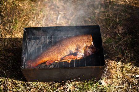 preparaba: Preparado pescado ahumado a la parrilla