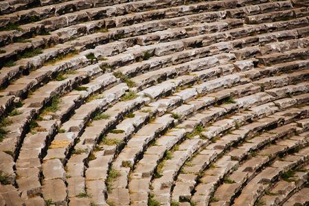 teatro antiguo: Etapa del teatro antiguo en ruinas en Hier�polis en Turqu�a