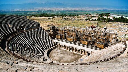 teatro antiguo: Antiguo teatro en ruinas en Hier�polis en Turqu�a Editorial