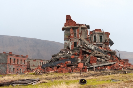 Completely destroyed a two-story brick building 免版税图像 - 18172952